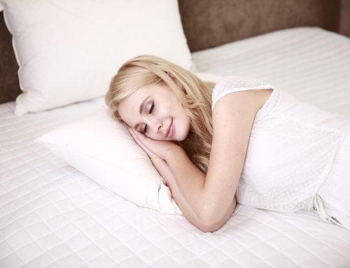 Jak spać, żeby nie chrapać? Jaką poduszkę na chrapanie wybrać?